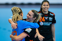 Tess Wester of Netherlands, Lois Abbingh of Netherlands celebrate during the Women's EHF Euro 2020 match between Netherlands and Hungry at Sydbank Arena on december 08, 2020 in Kolding, Denmark (Photo by RHF Agency/Ronald Hoogendoorn)