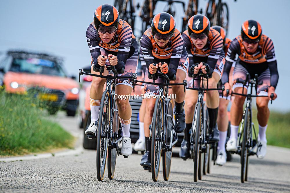 VAN DER BREGGEN Anna ( NED ) – PIETERS Amy ( NED ) - CANUEL Karol-Ann ( CAN ) - VAN DEN BROEK-BLAAK Chantal ( NED ) - BUURMAN Eva ( NED ) - D'HOORE Jolien ( BEL ) - Boels - Dolmans Cycling Team ( DLT ) - NED – Querformat - quer - horizontal - Landscape - Event/Veranstaltung: Giro Rosa Iccrea - 1. Stage - Category/Kategorie: Cycling - Road Cycling - Cycling Tour - Elite Women - Location/Ort: Europe – Italy - Start: Grosseto - Finish: Grosseto - Discipline: Cycling - Road Cycling - Cycling Tour - Team Time Trail ( TTT ) - Distance: 16,8 km - Date/Datum: 11.09.2020 – Friday - Photographer: © Arne Mill - frontalvision.com