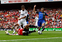 Photo: Richard Lane/Richard Lane Photography. SV Hamburg v Real Madrid. Emirates Cup. 02/08/2008. Real's Ruud Van Nistelrooy slots home a goal.