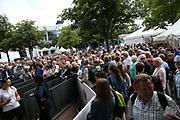 Tennis: Rothenbaum, German Open 2017, Hamburg, 23.07.2017<br /> Manhagen Classics: Michael Stich (GER) - Tommy Haas (GER), Zuschauer am Einlass vor dem Spiel<br /> © Torsten Helmke