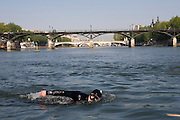 Paris, France. 1er Mai 2009..Brigade Fluviale de Paris..9h38 En entrainement de natation (pendant une heure environ)...Paris, France. May 1st 2009..Paris fluvial squad..9:38 am Swimming training (about an hour)