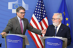 May 2, 2019 - Brussels, Belgium - Rick Perry (L) , U.S. Secretary of Energy, and Miguel Arias Canete, European Commissioner in charge of Climate Action and Energy, attend the press during a high-level business to business energy forum at the the European Commission in Brussels, Belgium, May 2, 2019. (Credit Image: © Zheng Huansong/Xinhua via ZUMA Wire)