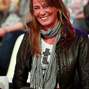 NLD/Hilversum/20110326 - 9de Liveshow Sterren Dansen op het IJs, Vriendin Michael Boogerd Jennifer .....