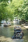 Legerboten in de grachten van Utrecht op een tropische zomerdag !