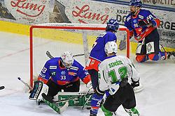 17.09.2021, Tiroler Wasserkraft Arena, Innsbruck, AUT, ICE, HC TWK Innsbruck Die Haie vs HK SZ Olimpija, Grunddurchgang, 1. Runde, im Bild v.l. Tom McCollum (HC TIWAG Innsbruck), Nik Simsic (HK SZ Olimpija Ljubljana) // during the bet-at-home ICE Hockey League Basic round 1th round match between HC TWK Innsbruck Die Haie and HK SZ Olimpija at the Tiroler Wasserkraft Arena in Innsbruck, Austria on 2021/09/17. EXPA Pictures © 2021, PhotoCredit: EXPA/ Erich Spiess