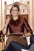 Koningin Máxima is  aanwezig bij de opening van de Conferentie Doing business in fragile states in de Beurs van Berlage in Amsterdam. Tijdens de conferentie staat de rol van ondernemerschap in crisissituaties en fragiele landen centraal. <br /> <br /> Queen Máxima attends the opening of the Conference Doing business in fragile states in the Beurs van Berlage in Amsterdam. During the conference, the role of entrepreneurship in crisis and fragile states central.<br /> <br /> op de foto / On the photo:  De koningin woont een sessie bij / The Queen attends a session