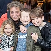 NLD/Amsterdam/20171016 - Boekpresentatie PicStory van William Rutten, Dirk Zeelenberg en kinderen Zoé, Kees, Bobbi