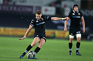 Dan Biggar of the Ospreys. Guinness Pro14 rugby match, Ospreys v Scarlets at the Liberty Stadium in Swansea, South Wales on Saturday 7th October 2017.<br /> pic by Andrew Orchard, Andrew Orchard sports photography.