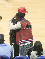 November 13, 2017 - Los Angeles, California, U.S - Boxer Floyd Mayweather greets Kevin Hart at the game between the Los Angeles Clippers and the Philadelphia 76ers on Monday November 13, 2017 at the Staples Center in Los Angeles, California. Clippers lose to 76ers 109-105. (Credit Image: © Prensa Internacional via ZUMA Wire)
