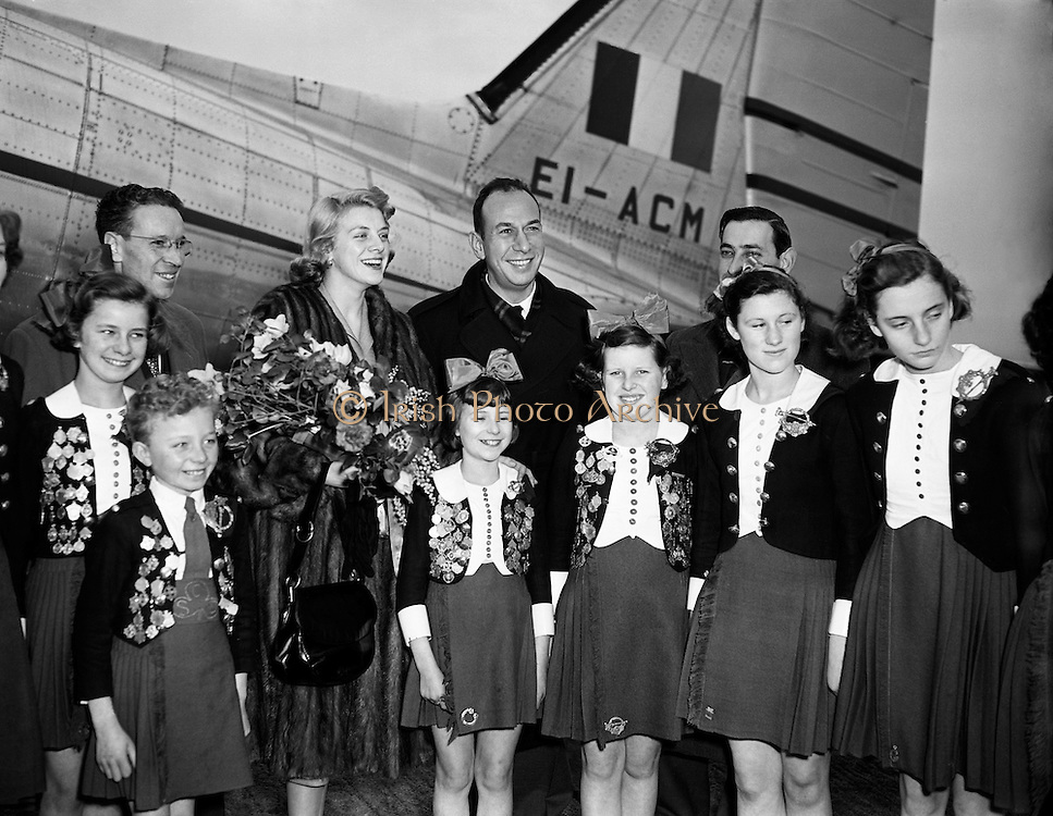 """Film Stars - Rosemary Clooney and Jose Ferrer on a visit to Ireland.22/01/1954..José Vicente Ferrer de Otero y Cintrón (08/01/1912 - 26/01/1992), best known as José Ferrer, was a Puerto Rican actor, as well as a theater and film director. He was the first Hispanic actor to win an Academy Award...Rosemary Clooney (23/05/1928 - 29/06/2002) was an American singer and actress. She came to prominence in the early 1950s with the novelty hit """"Come On-a My House"""" which was followed by other pop numbers such as """"Botch-a-Me"""", """"Mambo Italiano"""", """"Tenderly"""", """"Half as Much"""", """"Hey There"""" and """"This Ole House"""", although she had success as a jazz vocalist. Clooney's career languished in the 1960s, partly due to problems related to depression and drug addiction, but revived in 1974, when her White Christmas co-star Bing Crosby asked her to appear with him at a show marking his 50th anniversary in show business. She continued recording until her death in 2002. She is the aunt of Academy Award winning actor George Clooney.."""