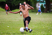 TENOSIQUE, Tabasco.- Central American migrants play soccer in Tenosique, while they wait the arrival of the railroad. (Photo: Prometeo Lucero)