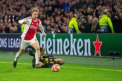 10-04-2019 NED: Champions League AFC Ajax - Juventus,  Amsterdam<br /> Round of 8, 1st leg / Ajax plays the first match 1-1 against Juventus during the UEFA Champions League first leg quarter-final football match / Frenkie de Jong #21 of Ajax, Federico Bernardeschi #33 of Juventus