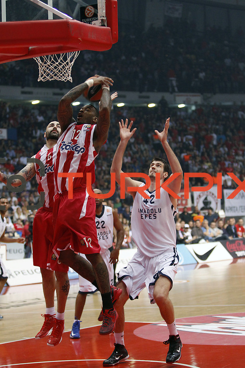 Anadolu Efes's Stanko Barac (R) and Olympiacos's Josh Powell (F) during their Turkish Airlines Euroleague Basketball playoffs Game 5 Olympiacos between Anadolu Efes at SEF Indoor Hall in Piraeus, in Greece, Friday, April 26, 2013. Photo by TURKPIX