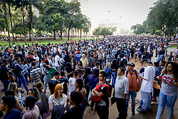 March 26, 2019 - SãO Paulo, Brazil - SÃO PAULO, SP - 26.03.2019: MUTIRÃO DE EMPREGOS NO ANHANGABAÚ - Trade Union of Trade Unions in partnership with the Secretariat of Economic Development and Labor of the City of São Paulo gathered a crowd on Tuesday morning (26) in the Anhangabaú Valley, in the Center of São Paulo, in search of an employment opportunity. 6,000 vacancies are being made available, 2,000 for telemarketing and cashier. (Credit Image: © Aloisio Mauricio/Fotoarena via ZUMA Press)