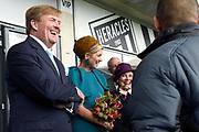 Koning Willem-Alexander en koningin Maxima brengen een streekbezoek aan Almelo en Noordoost Twente. Tijdens het bezoek staat het thema erfenis als toekomstkapitaal centraal. <br /> <br /> King Willem-Alexander and Queen Maxima bring a regional visit to Almelo and Northeast Twente. During the visit, the theme heritage as future capital center.<br /> <br /> op de foto / On the photo:  Aankomst Koning en Koningin, bij het Polman Stadion van Heracles Almelo en korte ontmoeting met 2 gedetineerden die meedoen aan een sociaal project<br /> <br /> Arrival King and Queen, at the Polman Stadium Heracles Almelo and brief encounter with two inmates who participate in a social project