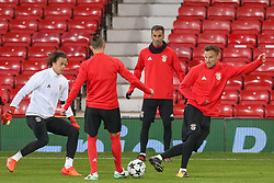 October 31, 2017 - Na - Manchester, 10/30/2017 - Sport Lisboa Benfica held this evening training to adapt to the pitch of Old Trafford Stadium for the game of the 4th day of the League of Champions 2017/2018 against Machester United. Svilar, Jonas and Seferovic  (Credit Image: © Atlantico Press via ZUMA Wire)
