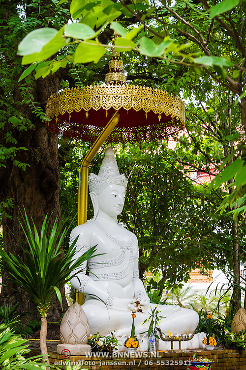 THA/Bangkok/20160729 - Vakantie Thailand 2016 Bangkok, zittende witte buddha