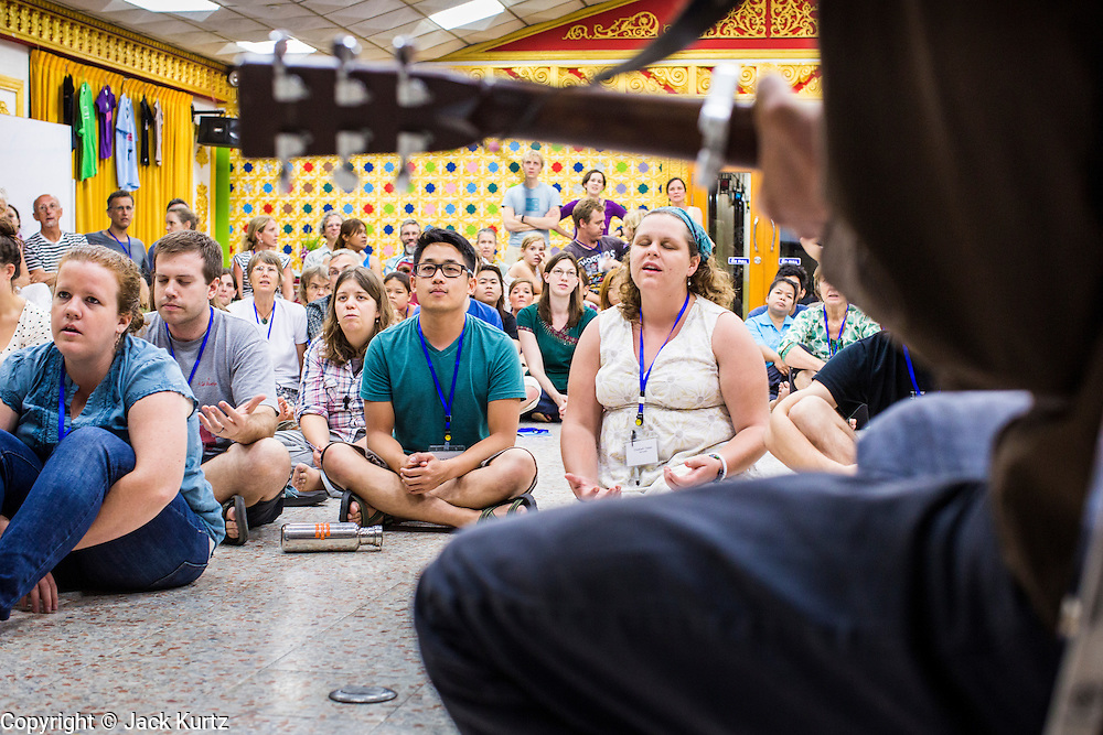 02 APRIL 2013 - PATTAYA, CHONBURI, THAILAND: People at the New Friars conference listen to Tom Wuest perform and lead prayer at the Ray Resort, in Pattaya, Thailand.     PHOTO BY JACK KURTZ