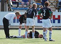 Kim Cassim, Ålgård, nede for telling med skade.<br /> <br /> Fotball: Bærum - Ålgård 4-1. 2. divisjon 2004 - avdeling 3. (Foto: Peter Tubaas/Digitalsport).