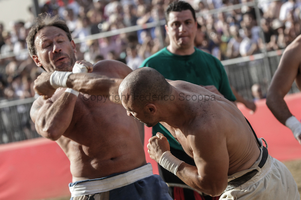 Part of the game consist in one to one direct fight intended to knok out the opponent