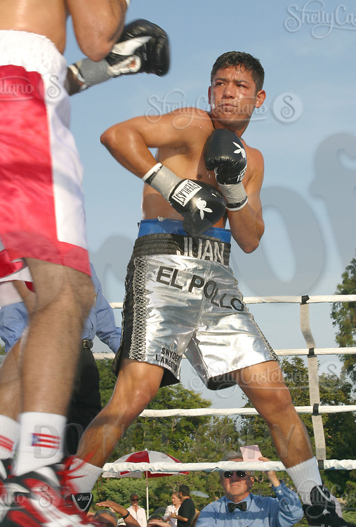 Jul 09, 2002; Los Angeles, CA, USA; Junior welterweight boxer JUAN VALENZUELA @ Sugar Ray Leonard's Tuesday Night Fights on ESPN2 live from the Playboy Mansion.<br />Mandatory Credit: Photo by Shelly Castellano/ZUMA Press.<br />(©) Copyright 2002 by Shelly Castellano