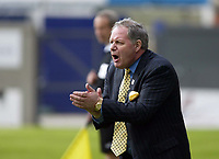 Photo: Chris Ratcliffe.<br />Leyton Orient v Peterborough United. Coca Cola League 2. 29/04/2006.<br />Barry Fry, the Peterborough manager urges his team on.