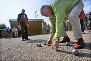 Nederland, Angeren, 19-4-2009 Ouderen spelen Jeu de Boules als onderdeel van de nationale sportweek.Foto: Flip Franssen/Hollandse Hoogte