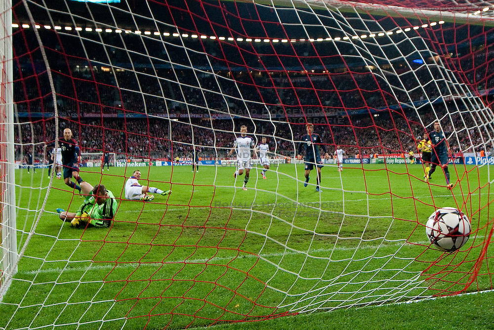 17-09-2013 VOETBAL: UEFA CL FC BAYERN MUNCHEN - CSKA MOSKOU: MUNCHEN<br /> Tor zum 3-0 durch Arjen Robben (FCB #10)<br /> ***NETHERLANDS ONLY***<br /> ©2013-FotoHoogendoorn.nl
