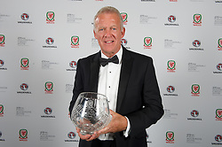 CARDIFF, WALES - Monday, October 5, 2015: Alan Curtis with the FAW Long Service Award during the FAW Awards Dinner at Cardiff City Hall. (Pic by Ian Cook/Propaganda)