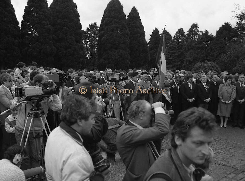 Annual Wolfe Tone Commemoration.  (R65)..1987..11.10.1987..10.11.1987..11th October 1987..The annual Fianna Fáil Wolfe Tone commemoration was held at Bodenstown today, the keynote oration was given by An Taoiseach, Charles Haughey TD...Picture shows the press and media who were on hand to record the commemoration ceremony at Bodenstown.
