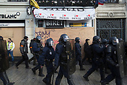 December, 8th, 2018 - Paris, Ile-de-France, France: 'I love Paris' sign with Riot police on Champs Elysees. The French 'Gilets Jaunes' demonstrate a fourth day. Their movement was born against French President Macron's high fuel increases. They have been joined en mass by students and trade unionists unhappy with Macron's policies. Nigel Dickinson