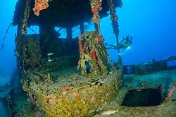 Schiffswrack Alley und Taucher, Shipwreck Alley and scuba diver, Cooper Island, Britische Jungferninsel, Karibik, Karibisches Meer, British Virgin Islands, BVI, Caribbean Sea
