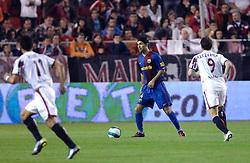 03-03-2007 VOETBAL: SEVILLA FC - BARCELONA: SEVILLA  <br /> Sevilla wint de topper met Barcelona met 2-1 / Rafael Marquez en Alexander Kerzhakov - boarding unibet.com<br /> ©2006-WWW.FOTOHOOGENDOORN.NL