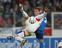 Fotball, 31. januar 2004, Bundesliga, Marcelo Bordon mit Vorarbeit zum 2:0, Uwe Moehrle Hansa<br /> Bundesliga VfB Stuttgart - FC Hansa Rostock
