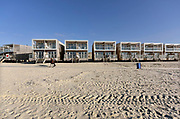 Nederland, the Netherlands, 7-2-2018Op het strand van Hoek van Holland staat een rij vakantiewoningen op het strand. Hety zijn permanente bouwsels die voor de duinen staan.Foto: Flip Franssen