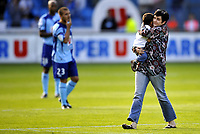 Fotball<br /> Frankrike<br /> Foto: Dppi/Digitalsport<br /> NORWAY ONLY<br /> <br /> FOOTBALL - FRENCH CHAMPIONSHIP 2008/2009 - L1 - LE HAVRE AC v OLYMPIQUE MARSEILLE - 23/08/2008 - WIFE OF ONE OF THE DEAD FAN DURING THE TRAFFIC ACCIDENT