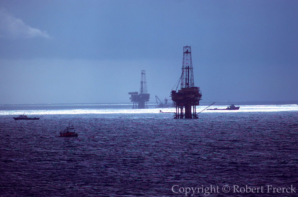 MEXICO, INDUSTRY, PETROLEUM Pemex off shore oil drilling rigs in Campeche Bay in the Gulf of Mexico, off the coast of Campeche State