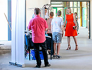 Werkbezoek Koningin Maxima aan techniekfaciliteit TechnoHUB in Woerden in het kader van het belang van goed opgeleid technisch personeel voor het MKB en de impact van de coronapandemie COVID-19<br /> <br /> Queen Maxima working visit to the TechnoHUB technology facility in Woerden in the context of the importance of well-trained technical personnel for SMEs and the impact of the corona pandemic COVID-19