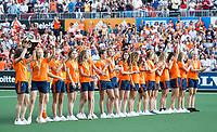 AMSTELVEEN -  Het Nederlands damesteam, dat zaterdag de titel won, in de rust  van de finale (heren) Belgie-Nederland (2-4) bij de Rabo EuroHockey Championships 2017.   COPYRIGHT KOEN SUYK