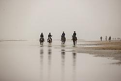 Strand wandeling, De Keersmaecker Jolien, Van De Heyden Caroline, Lauwens Liesbet, Wolfram Samantha<br /> Oostduinkerke Bad 2020<br /> © Hippo Foto - Dirk Caremans<br /> 29/11/2020