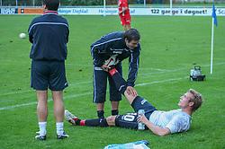 FODBOLD: Patrik Norell (Helsingør) strækker ud med Patrick Petersen før forlænget spilletid under kampen i Landspokalturneringen, 2. runde, mellem Elite 3000 Helsingør og B.93 den 23. august 2006 på Helsingør Stadion. Foto: Claus Birch