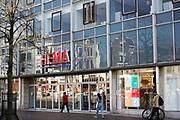 Nederland, Nijmegen, 6-6-2020 Vestiging, filiaal, van warenhuis Hema in het centrum van Nijmegen op een beeldbepalende locatie. De retailer kampt met problemen vanwege de teruglopende omzet in deze coronacrisis,  en het veranderende consumentengedrag naar online winkelen via internet. FOTO: FLIP FRANSSEN