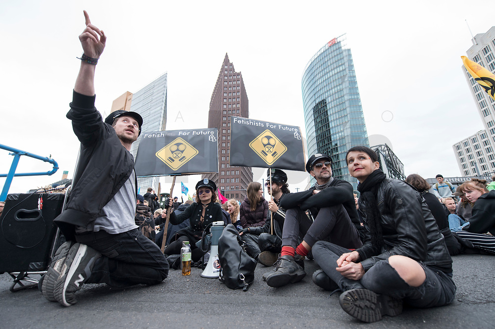 20 SEP 2019, BERLIN/GERMANY:<br /> Eine Gruppen Fetischisten und andere Demonstraten blockieren waehrend einer Aktion von extinction rebellion die Kreuzung am Potsdamer Platz, nach der Fridays for Future Demonstration fuer Massnahmen zur  Begrenzung des Klimawandels<br /> IMAGE: 20190920-01-114<br /> KEYWORDS: Demo, Demonstrant, Protest, Protester, Demonstration, Klima, climate, change