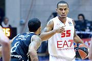 DESCRIZIONE : Paladesio Eurolega 2013-14 EA7 Emporio Armani Milano-Brose Baskets Bamberg<br /> GIOCATORE : Jerrells Kurtis<br /> SQUADRA :  EA7 Emporio Armani Milano<br /> CATEGORIA : Palleggio<br /> EVENTO : Eurolega 2013-2014<br /> GARA :  EA7 Emporio Armani Milano-Brose Baskets Bamberg<br /> DATA : 13/12/2013<br /> SPORT : Pallacanestro<br /> AUTORE : Agenzia Ciamillo-Castoria/I.Mancini<br /> Galleria : Eurolega 2013-2014<br /> Fotonotizia : Milano Eurolega Eurolegue 2013-14  EA7 Emporio Armani Milano Brose Baskets Bamberg<br /> Predefinita :