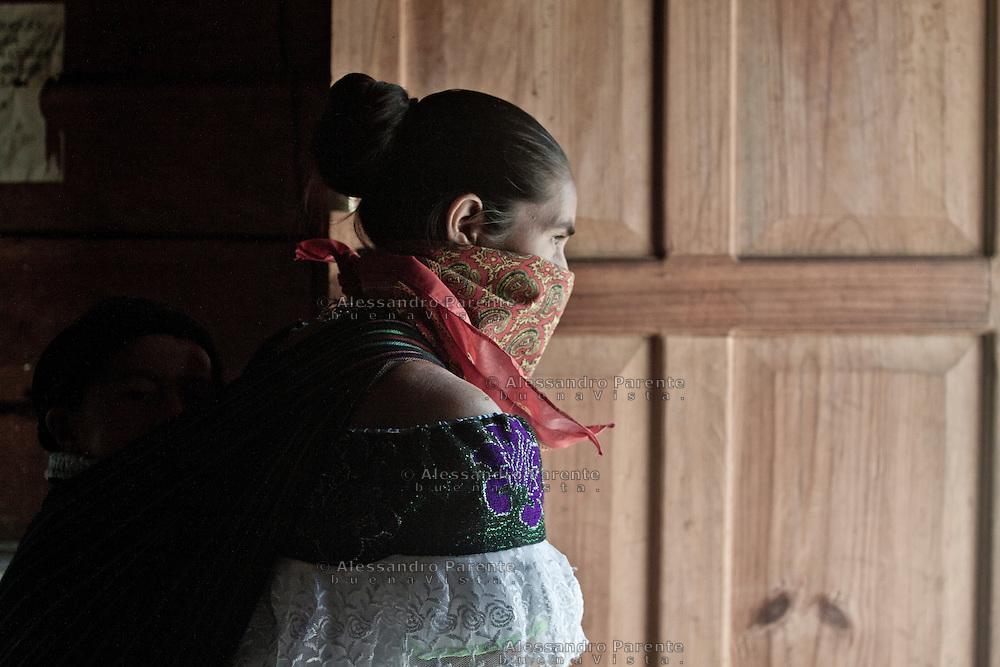 Woman waiting the end of the rain.<br /> Mujer esperando que se acabe la lluvia.