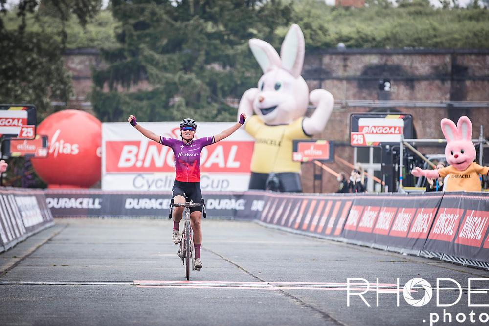 Chantal van den Broek-Blaak (NED/SDWorx) solos to victory in the 1st edition of Dwars Door Het Hageland Women Elite <br /> <br /> One Day Race: Aarschot > Diest 122km<br /> Bingoal Cycling Cup 2021<br /> <br /> ©RhodePhoto