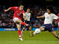 Fotball<br /> Photo. Jed Wee, Digitalsport<br /> NORWAY ONLY<br /> <br /> England v Japan, The FA Summer Tournament, 01/06/2004.<br /> England's Joe Cole fires in a shot before the outstretched leg of Japan's Yuji Nakazawa gets in the way.