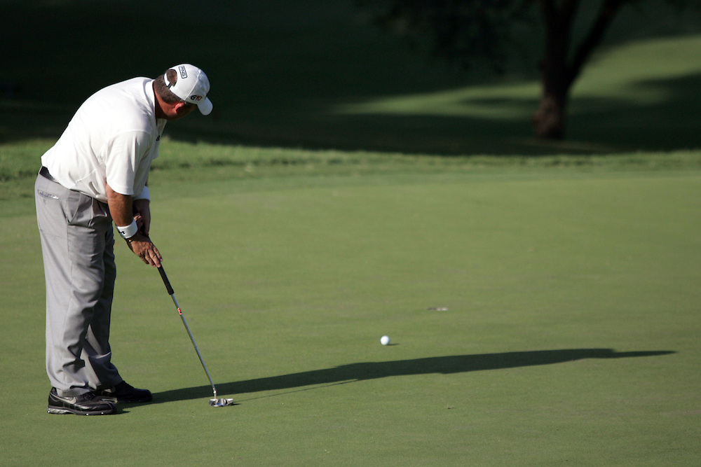 09 August 2007: Mark Calcavecchia makes a putt on the 8th green during the first round of the 89th PGA Championship at Southern Hills Country Club in Tulsa, OK.