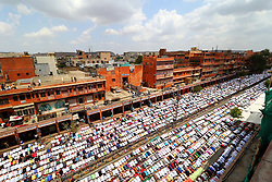 June 23, 2017 - Jaipur, Rajasthan, India - Indian Muslims offer prayer 'Namaz' during Jumat-ul-Vida, or the last Friday of the holy fasting month of Ramadan,at Johari Bazar in Jaipur, Rajasthan, India June 23, 2017. (Credit Image: © Vishal Bhatnagar/NurPhoto via ZUMA Press)