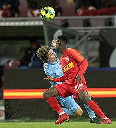 Erik Marxen (Randers FC) og Kamal-Deen Sulemana (FC Nordsjælland) under kampen i 3F Superligaen mellem FC Nordsjælland og Randers FC den 19. oktober 2020 i Right to Dream Park, Farum (Foto: Claus Birch).